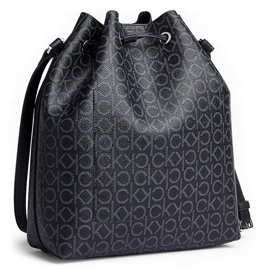 Calvin Klein černý stahovací vak Drawstring Bucket Bag Monogram