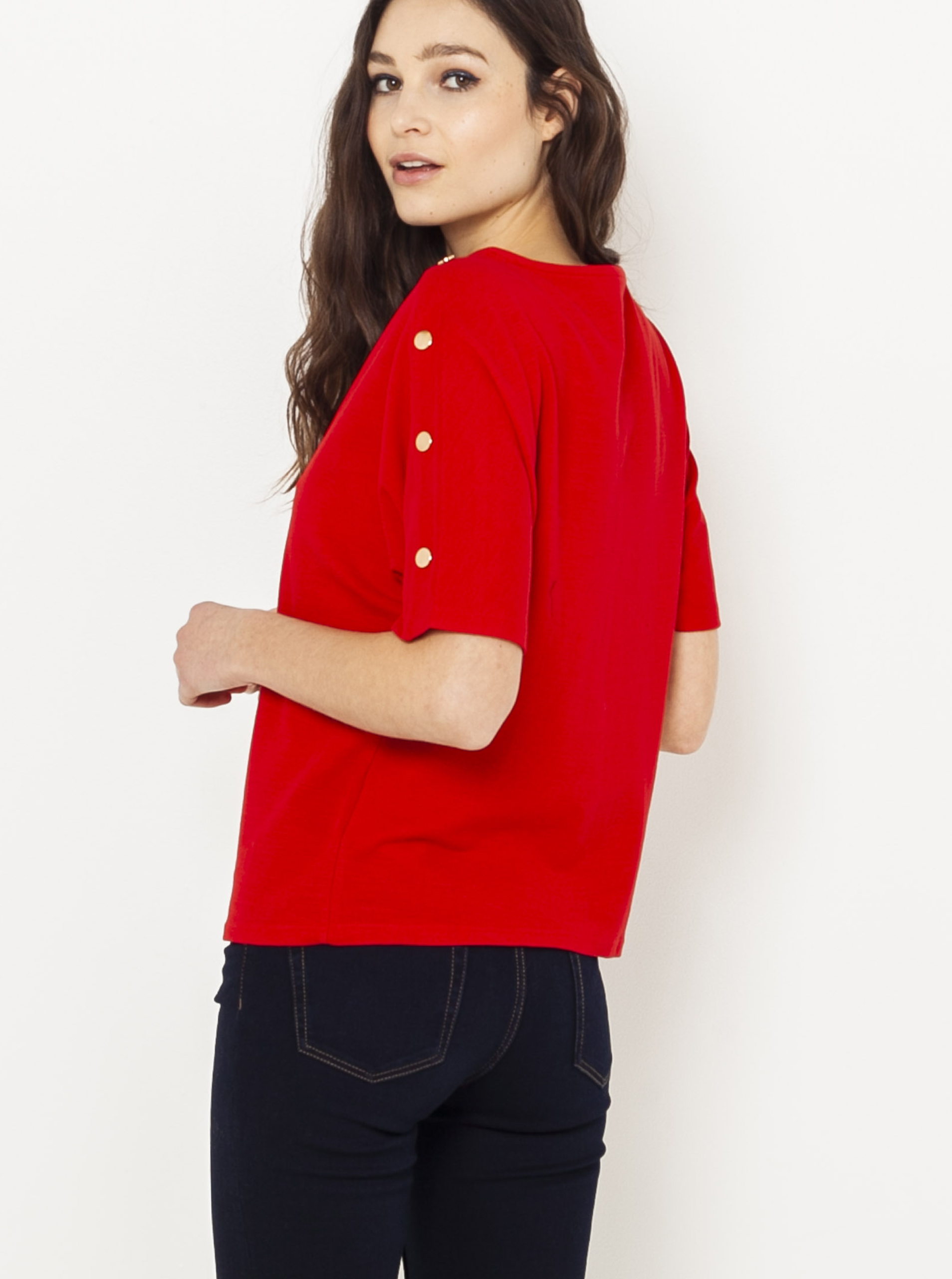Červené tričko s ozdobnými knoflíky na rukávech CAMAIEU
