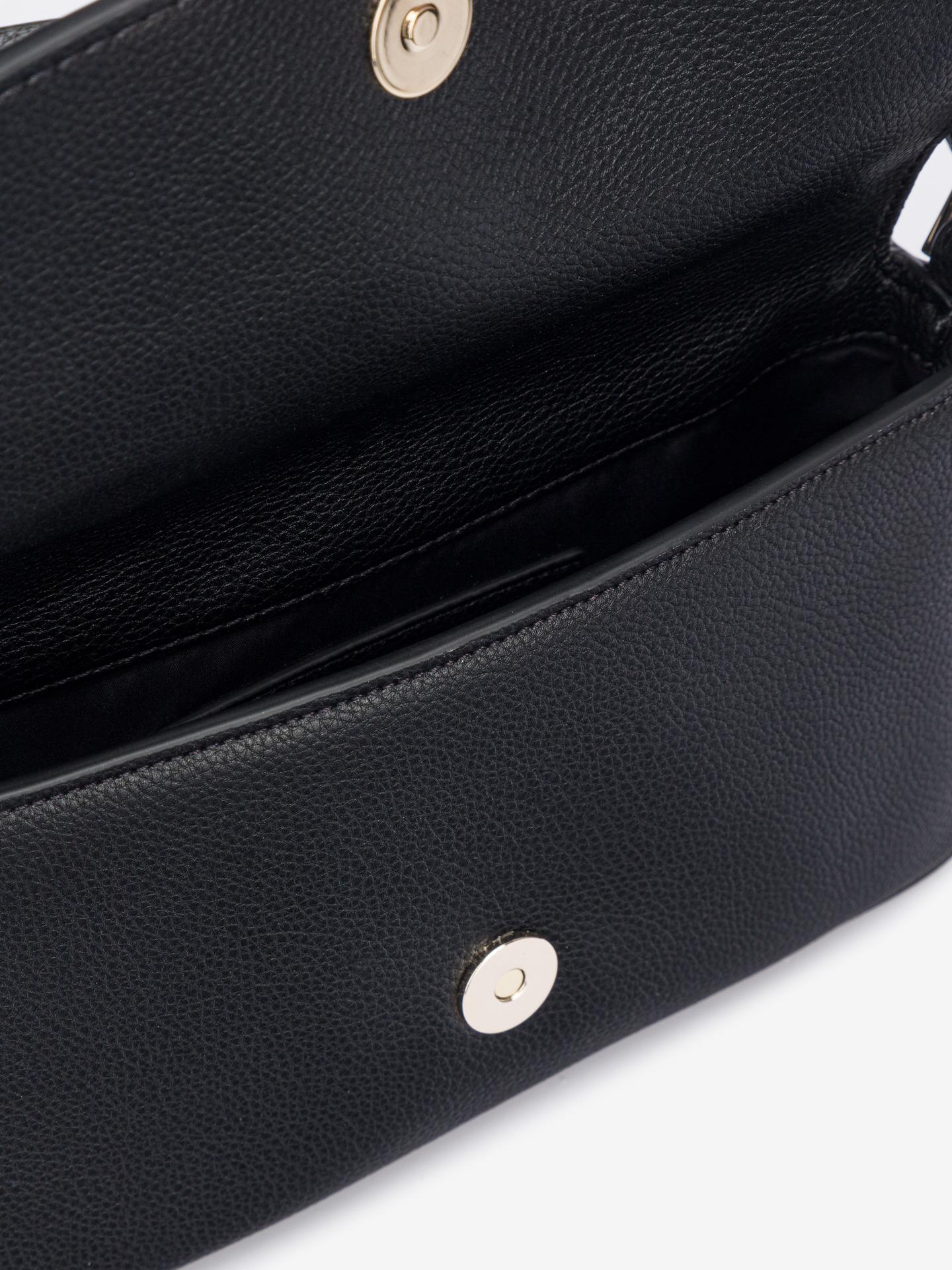 Calvin Klein černé crossbody kabelka Ew Flap