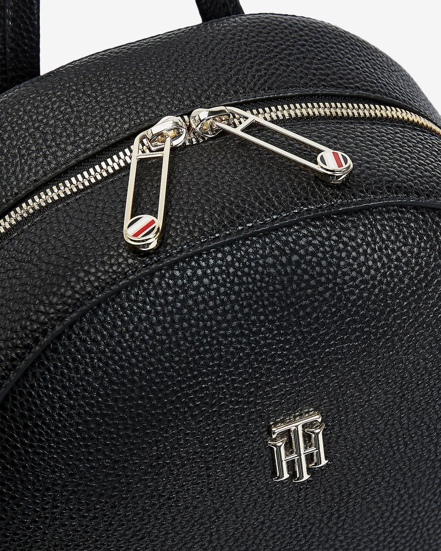 Tommy Hilfiger černý batoh Essence