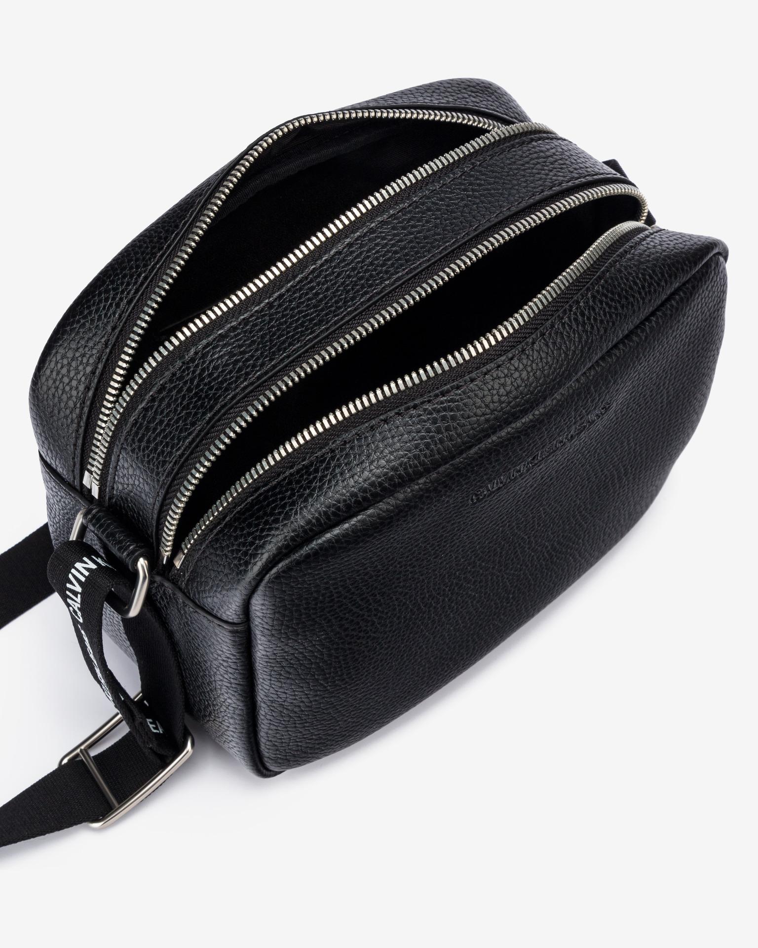 Calvin Klein černá crossbody taška Double Zip Camera