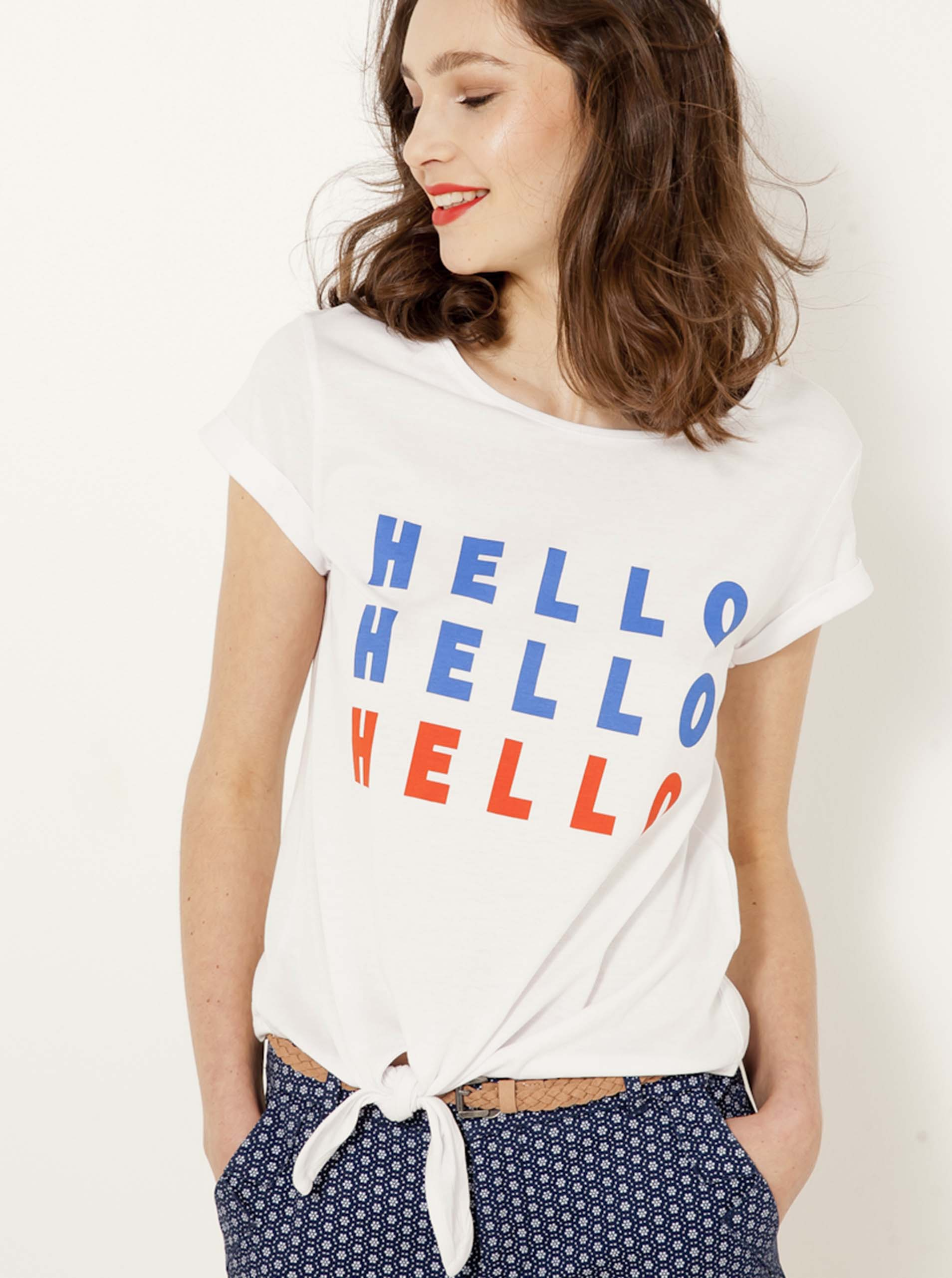 Bílé tričko s nápisem CAMAIEU