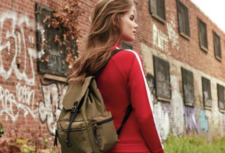 Batoh místo kabelky - trend, kterému dávají zelenou i fyzioterapeuti