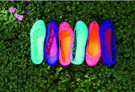 Trend plastových bot! Proč je nosit?
