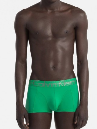 Calvin Klein zelené pánské boxerky Focused Fit Low Rise Trunk - XL