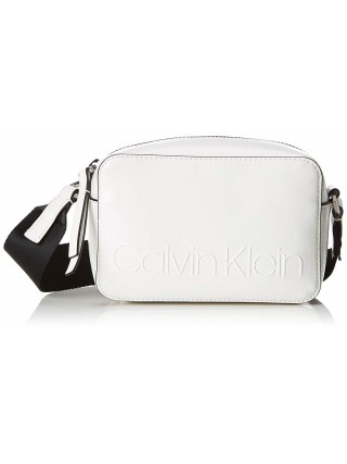 Calvin Klein bílá kabelka Edged Camera Bag Bright White