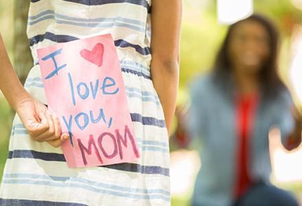 Den matek je tady. Jakým dárkem potěšíte tu svou?