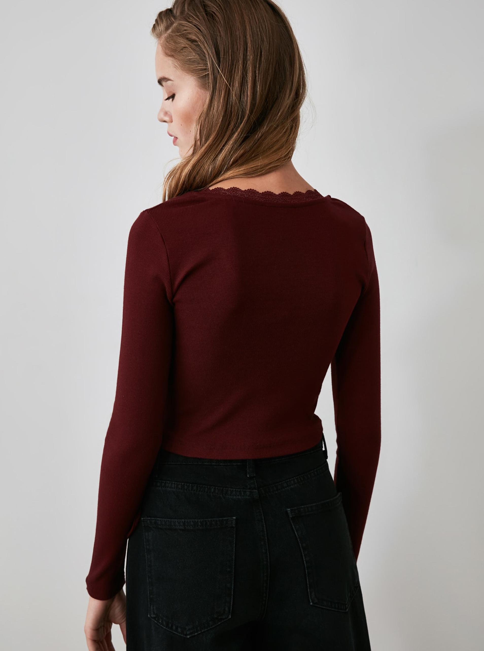 Vínové krátké tričko se zavazováním Trendyol