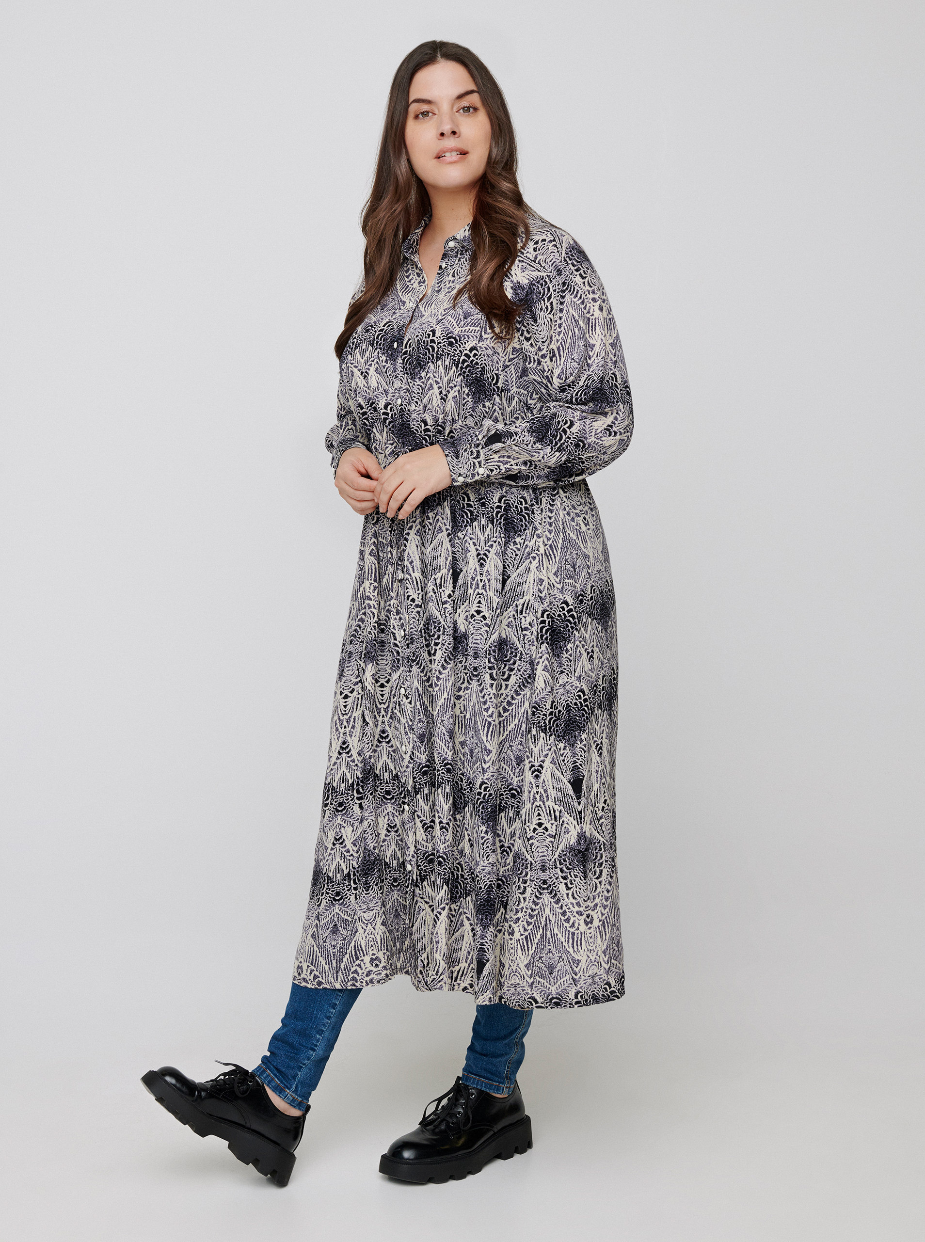 Zizzi šedé maxi košilové šaty se vzory - 50-52