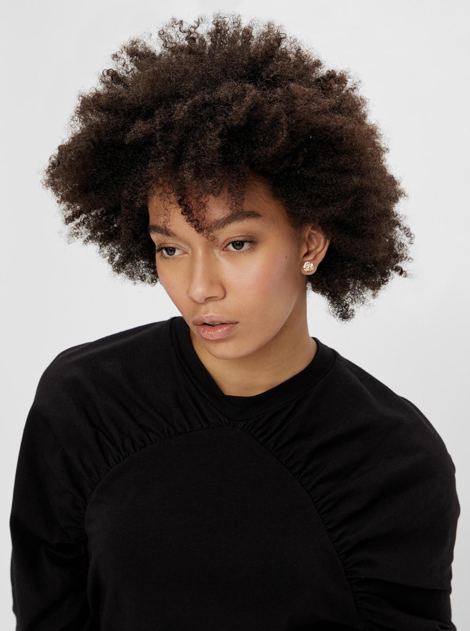 Pieces černé dámské tričko s nařasenými rukávy
